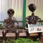 Два робота на скамье