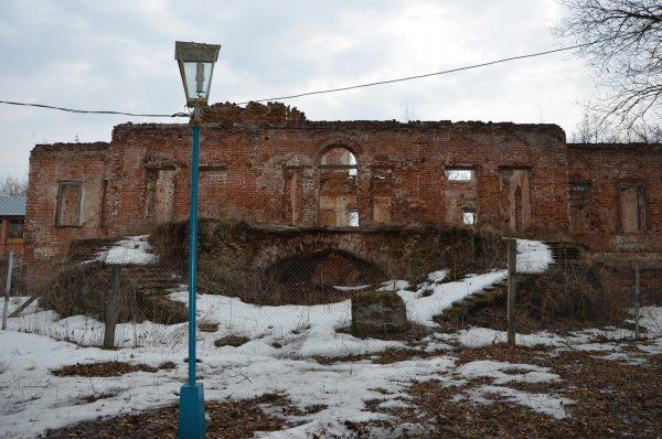 Руины главного дома усадьбы