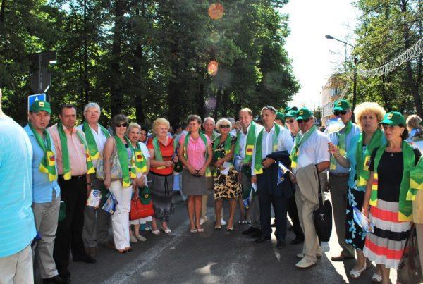 Шествие в День Ленинградской области по улице Приозёрска