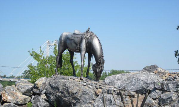 Скульптура «Лошадь белая»