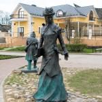 Скульптура «Учительница»