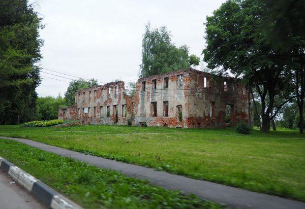 Развалины усадьбы Демьяново