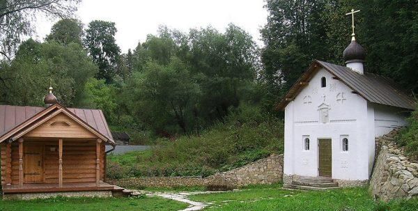 Купальня, часовня и святой источник под Воскресенской горой