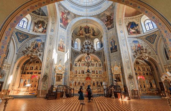 Внутренне убранство собора Иконы Божией Матери «Всех скорбящих радости»