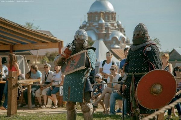 Рыцари в «Ленивом Торжке»