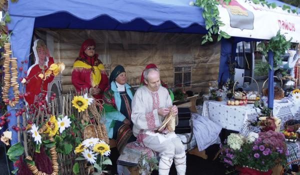 Ярмарочная палатка на празднике «Краски осени в Победе»