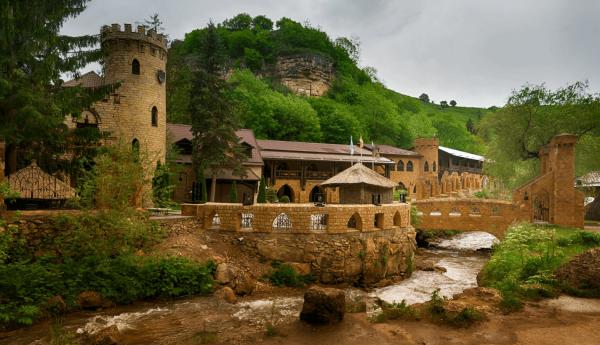 Замок коварства и любви возле Кисловодска