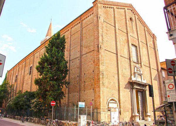 Здание церкви святого Августина в Римини