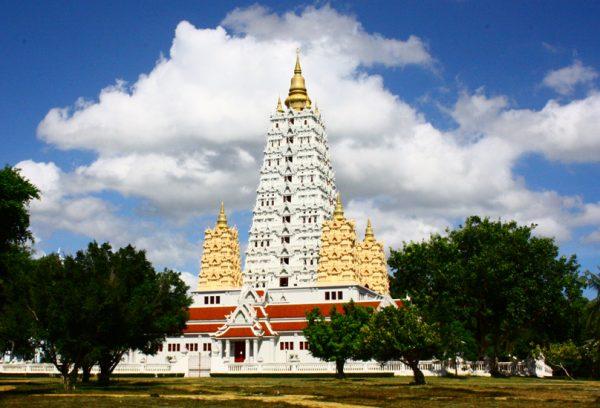 Здание храма Ват Ян