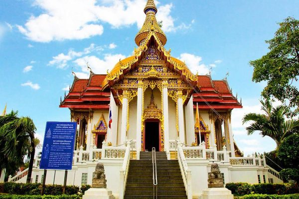 Здание храма Чаймонгкол в Паттайе