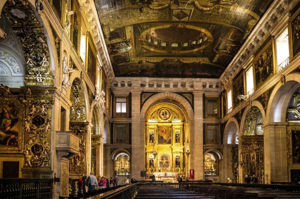 Интерьер церкви Святого Роха в Лиссабоне
