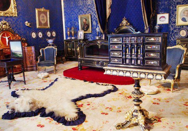 Интерьер одной из комнат дворца Ажуда