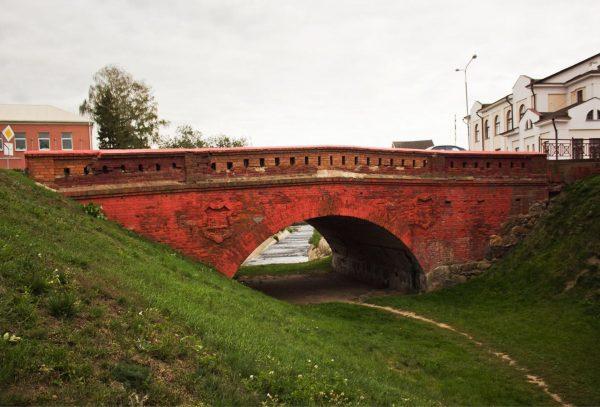 Старинный арочный мост в Орше