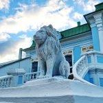 Каменный лев усадьбы Хмелита