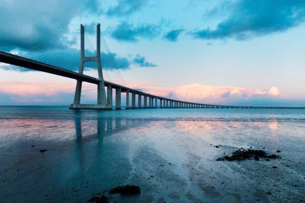 Мост Васко да Гама через реку Тежу