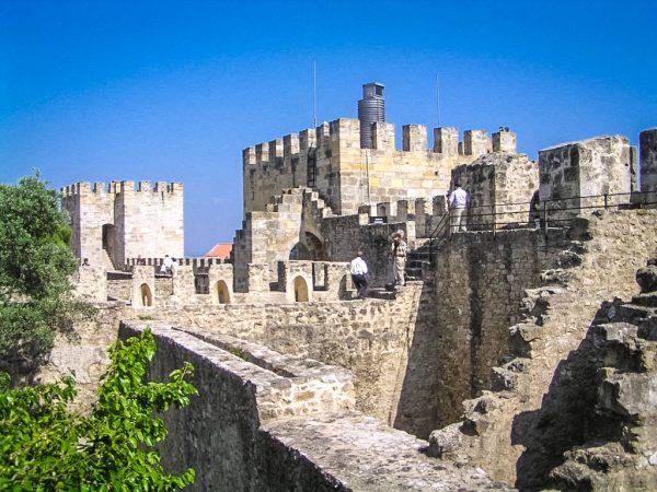 Башни и стены замка Святого Георгия