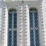 Окна в храме
