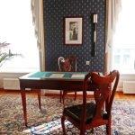 Письменный стол в комнате Грибоедова