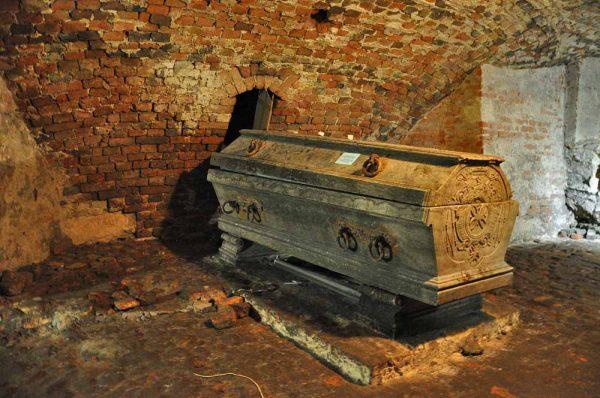 Подземелье костёла Иезуитов и саркофаг