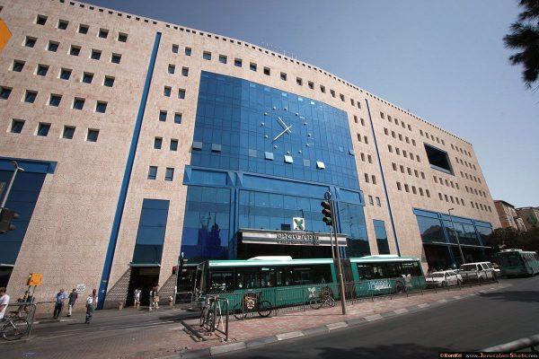 Здание центрального автовокзала в Иерусалиме