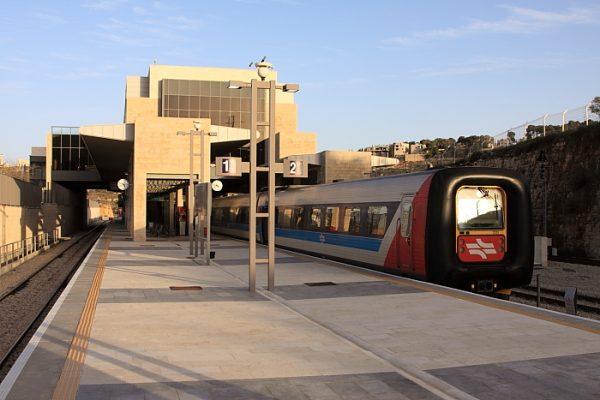 Поезд на вокзале Иерусалим-Малха