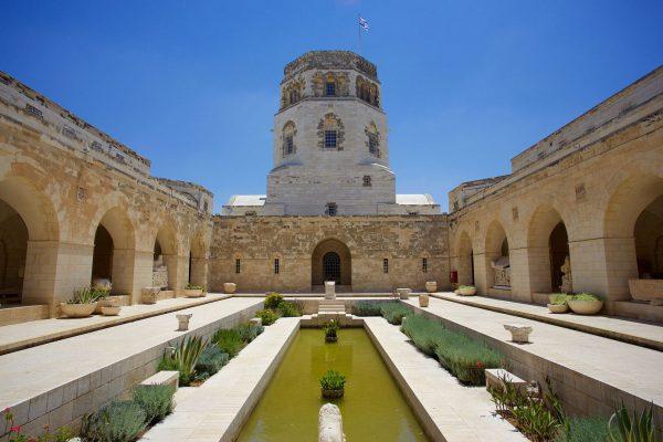 Внутренний двор Музея Рокфеллера в Иерусалиме