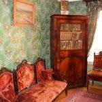 Шкаф с книгами в музее Павлова