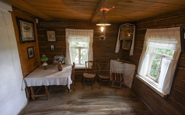 Рабочий стол поэта в музее Есенина