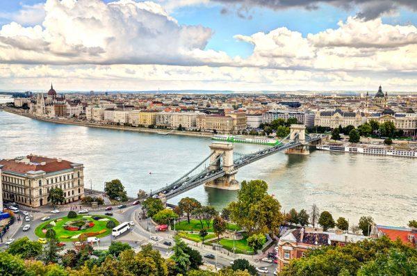 Мост через Дунай, соединяющий Буду и Пешт