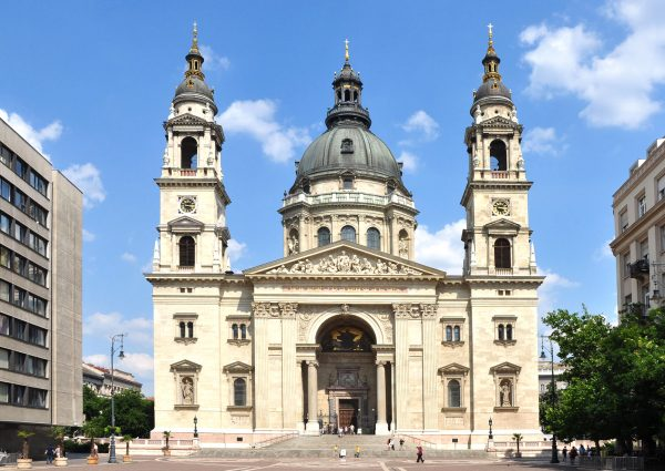 Здание базилики Святого Стефана в Будапеште