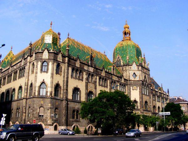 Здание музея прикладного искусства в Будапеште