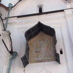 Роспись над входом собора
