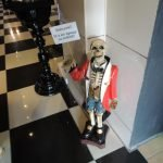 Скелет на входе