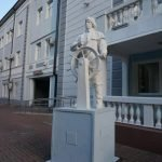 Скульптура моряка