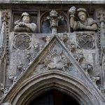 Скульптура над входом Старой Ратуши