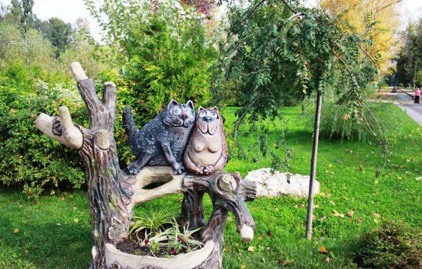 Скульптура «Влюблённые коты»