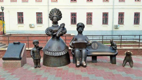 Скульптурная группа «Семья»