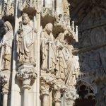 Скульптуры на фасадах собора святого Петра