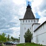 Стена Пафнутьево-Боровского монастыря с башней