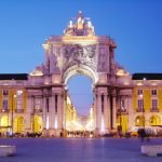 Триумфальная арка в Лиссабоне вечером
