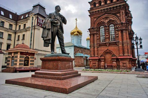 Памятник Ф. И. Шаляпину