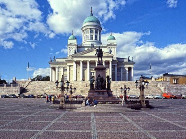 Сенатская площадь Хельсинки и памятник Александру II