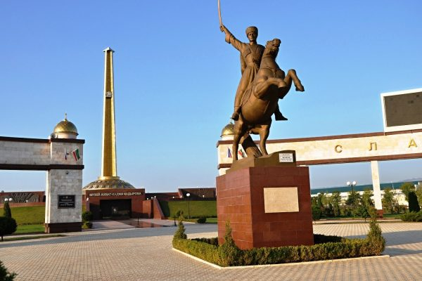 памятник Мовлиду Висаитову
