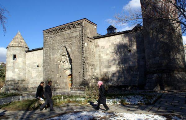 Медресе Якутие и археологический музей в Эрзуруме