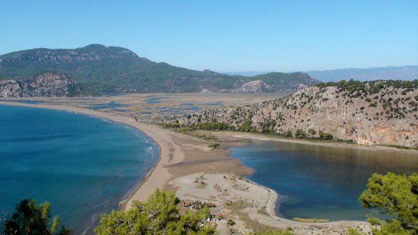 Вид на Черепаший берег в Турции