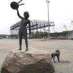 Скульптура «Мальчик с собакой в Клайпеде