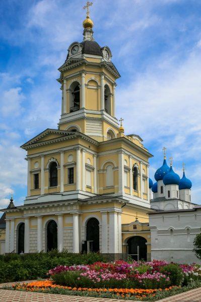 Колокольня в Высоцком мужском монастыре Серпухова