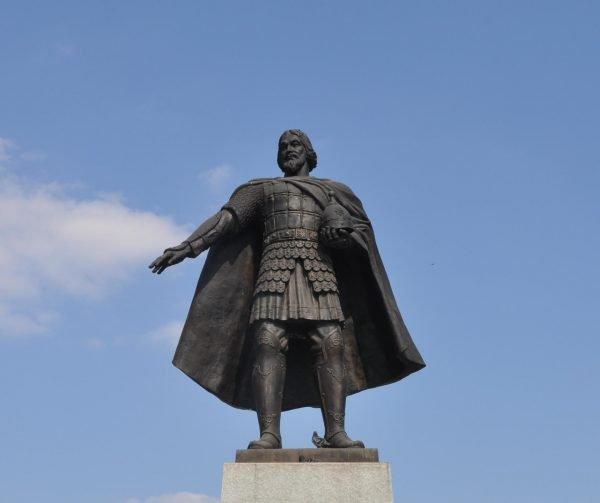 Памятник князю Владимиру Храброму в Серпухове