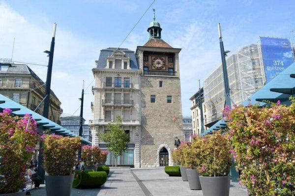 Башня Молар в центре Женевы