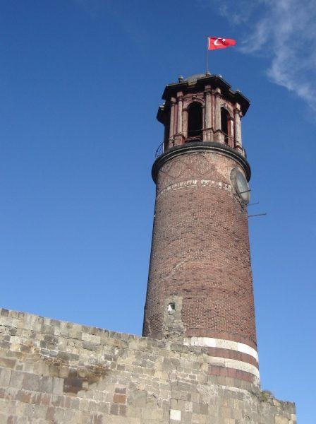 Вид на Часовую башню в Эрзуруме